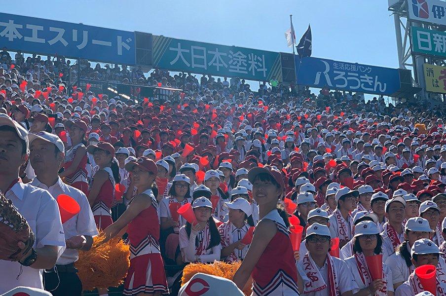 成績優秀、品行方正――。智弁和歌山の応援団ができるまで。<Number Web> photograph by Yukiko Umetsu