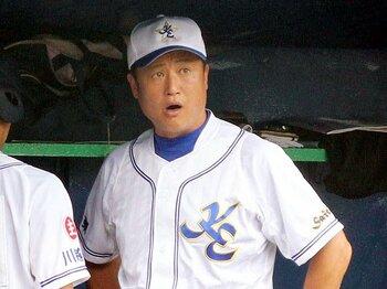 高校野球監督からプロ野球コーチへ。日ハム新ヘッド、阿井英二郎の半生。<Number Web> photograph by NIKKAN SPORTS