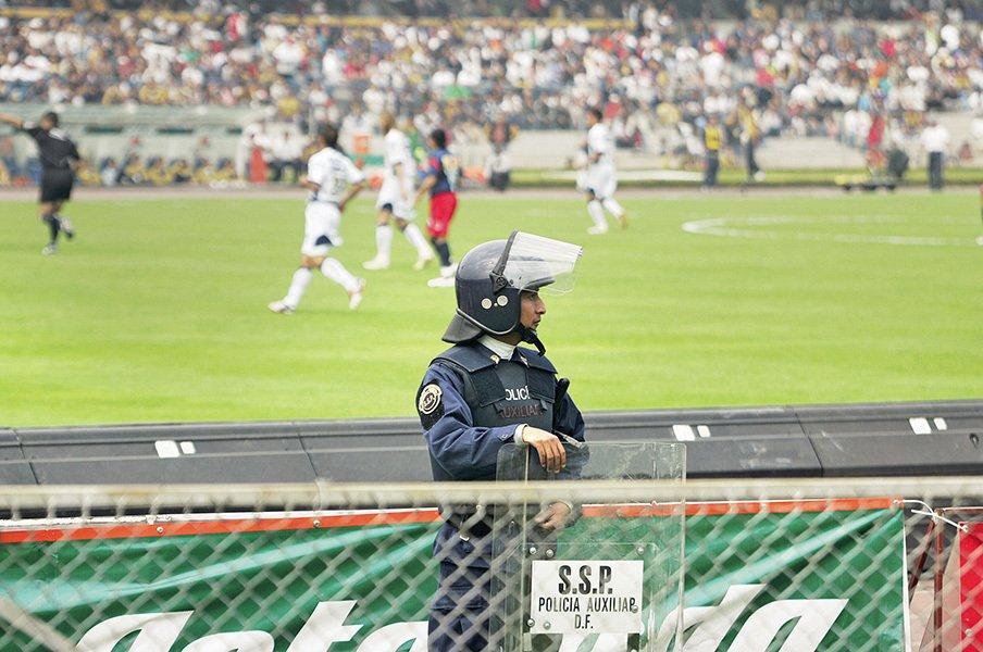サッカー界の英雄が麻薬絡みで破産!?殺人件数2位メキシコ、その闇の深さ。<Number Web> photograph by Patrick Boutroux/L'Equipe