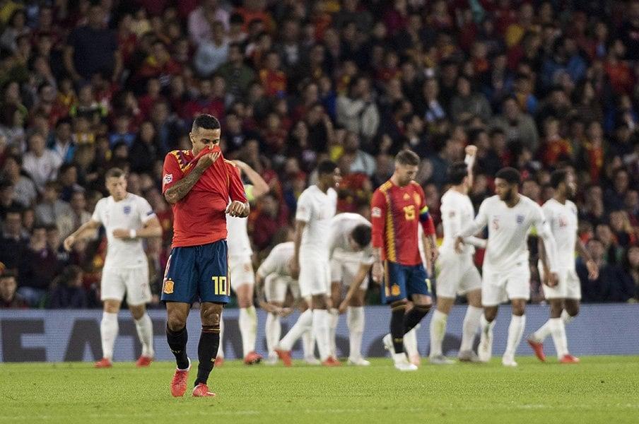 つなぐも崩せずイングランドに敗北。スペインはW杯惨敗から停滞したまま。<Number Web> photograph by Uniphoto press