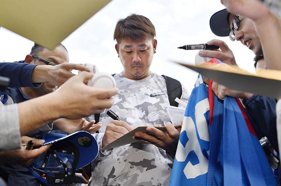 一軍にいない松坂、根尾が人気独占。転売、謎情報に揺れた中日キャンプ。<Number Web> photograph by Kyodo News