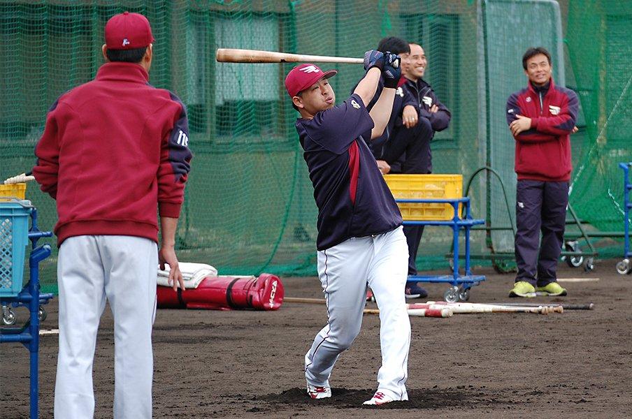 浅村栄斗はフルスイング+頭脳野球。山崎武司に似たスラッガーの匂い。<Number Web> photograph by Genki Taguchi