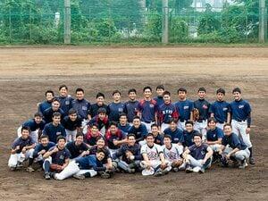慶應高校野球部の独自システム。大学生が高校生を教え、後に監督に。