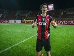 サッカー人生で一番の試練を越えて。細貝萌、タイで感じる充実と喜び。