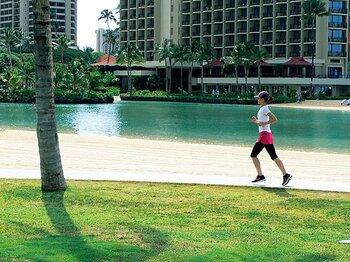 <私と旅ラン> 長谷川理恵 「走るたびに、ますます好きになっていくハワイ」<Number Web> photograph by Rie Hasegawa