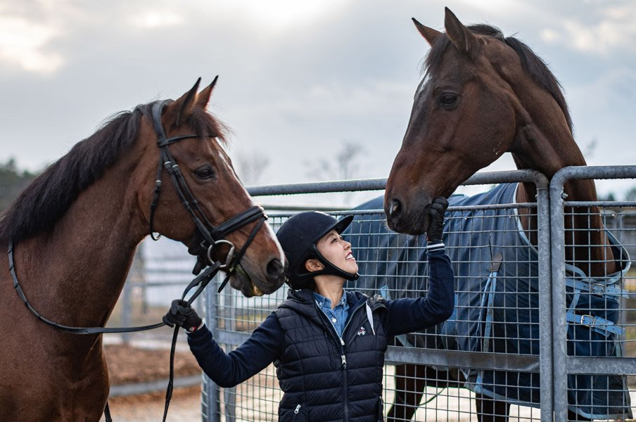 2度目の五輪を目指す人と馬の物語。中田晴香オーナーとエジスター。<Number Web> photograph by Ryosuke KAJI