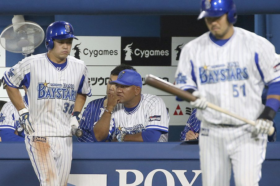 ラミレス監督「よくやってくれた」故障者続出も大崩れせず後半戦へ。<Number Web> photograph by Kyodo News