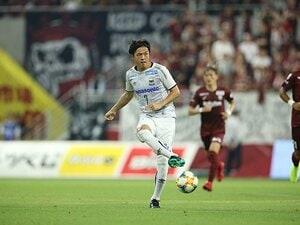 遠藤保仁、公式戦1000試合出場。定位置を失っても新たな輝き方。