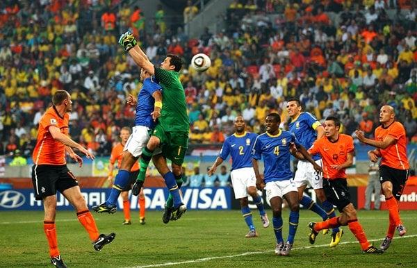 ブラジル、まさかのオウンゴール