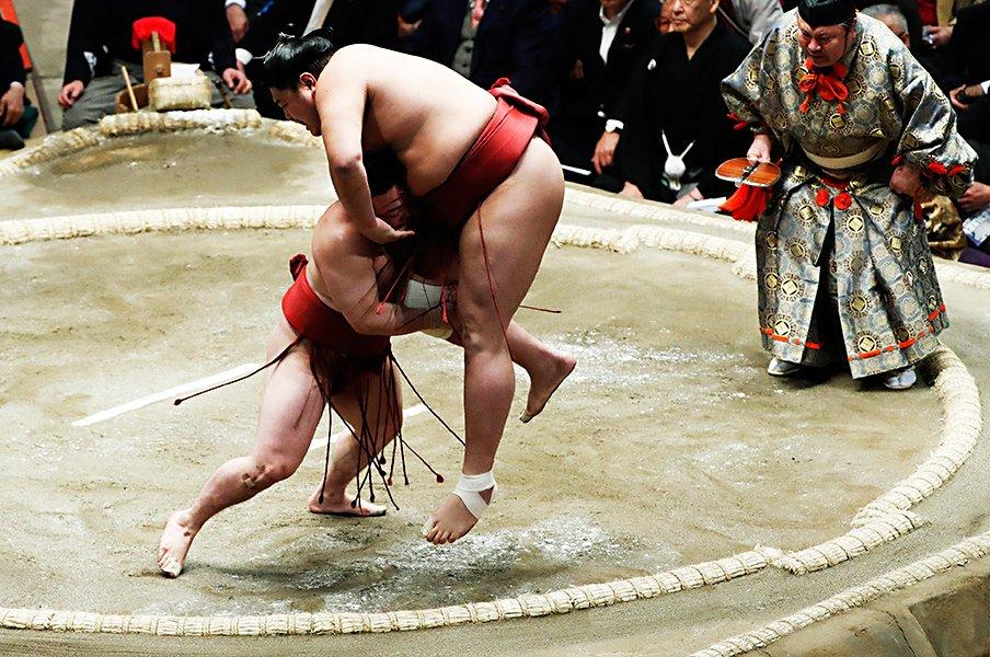 「可愛い!」だけじゃない炎鵬。なぜ小兵力士で、こんなに強いのか?<Number Web> photograph by Kyodo News