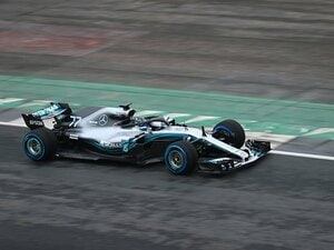 F1はなぜ反発覚悟で改革を進めるか。1つは女性のため、そしてセナの存在。