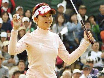 賞金女王・森田理香子と世代交代の波。~若手女子ゴルファー、飛躍の予感~<Number Web> photograph by KYODO