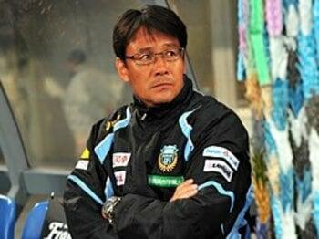 "Jリーグの監督去就で考える、""日本代表チーム""の立ち位置。<Number Web> photograph by AFLO"