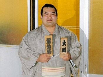 大関琴奨菊と稀勢の里、新ライバル物語が始まる。~2場所連続日本人大関誕生は?~<Number Web> photograph by KYODO