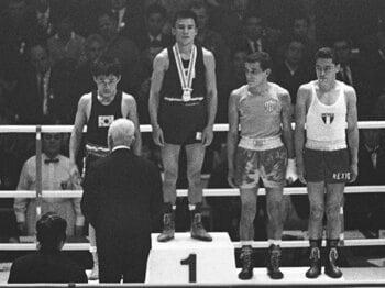 ロンドン五輪を待たずして、唯一の金メダリスト逝く。~ボクサー・桜井孝雄を偲ぶ~<Number Web> photograph by KYODO