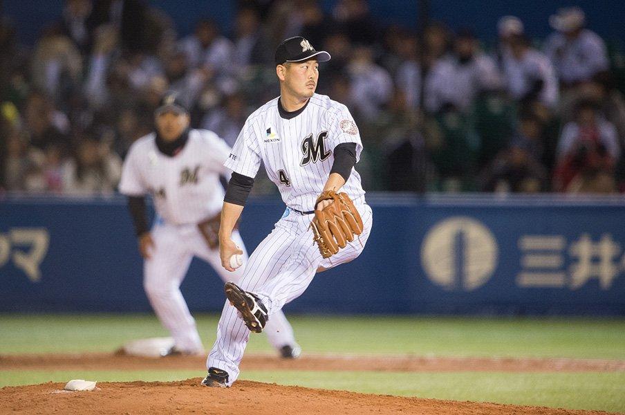 ロッテ投手陣で最多登板の33歳。大谷智久の憧れは先輩・小宮山悟。<Number Web> photograph by Nanae Suzuki
