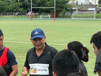 エディーさんが沖縄で語ったこと。「日本で評価すべきは若手の成長」<Number Web> photograph by Jun Ikushima