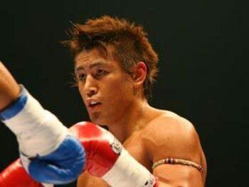 容赦なく狙われる、2006年の魔裟斗。<Number Web> photograph by Toshiya Kondo