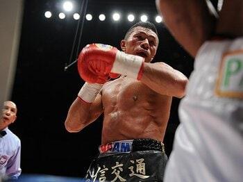 KOダイナマイトを支える、「恐れず、驕らず、侮らず」。~内山高志、円熟のボクシング技術~<Number Web> photograph by BOXING BEAT