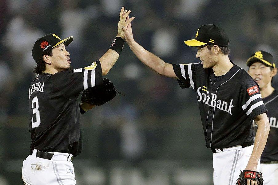 工藤監督「CSもいける」とニヤリ。武田翔太を復活に導いたのは脱力。<Number Web> photograph by Kyodo News