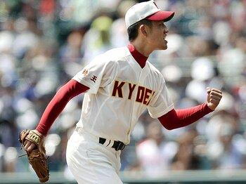 甲子園を制す条件の1つ、「頭脳」。捕手たちが繰り広げる水面下の戦い。<Number Web> photograph by Kyodo News