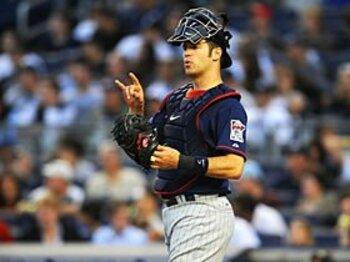 """""""ミネソタの星""""マウアー、10年契約で残留か!?~MLB史上最長の契約なるか~<Number Web> photograph by Yukihito Taguchi"""