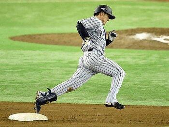 """なぜ、走塁はすぐ疎かになるのか。阪神とヤクルトにある""""差""""とは?<Number Web> photograph by NIKKAN SPORTS"""