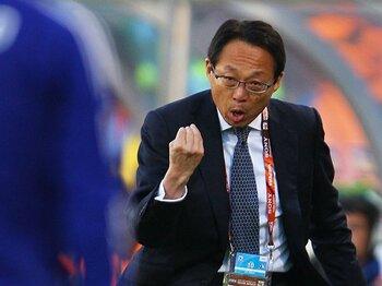取り戻したファイティングポーズ!苦悩の指揮官、岡田武史の「転機」。<Number Web> photograph by Getty Images