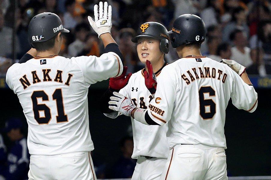 「2番・大谷翔平」はチームの柱の証。では巨人「3番・岡本和真」の意味は?<Number Web> photograph by Kyodo News