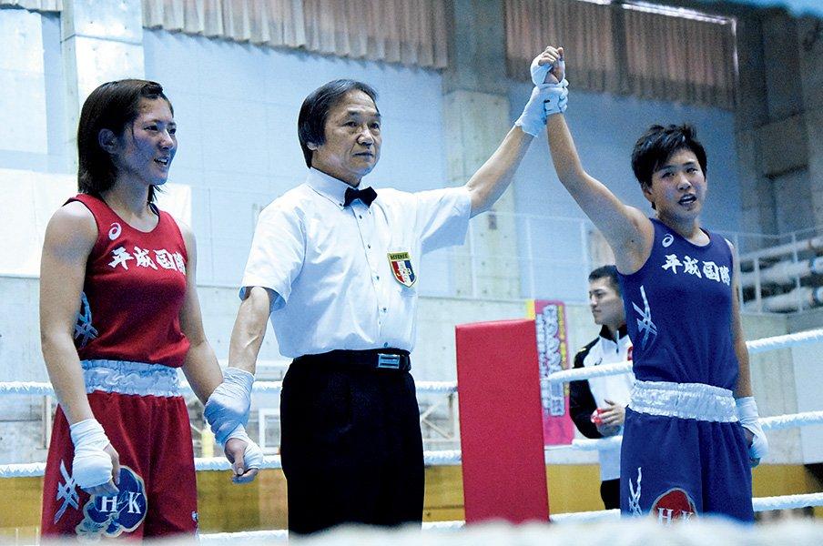 アマ初、決勝での姉妹対決。父は気を揉むも、好勝負に。~女子ボクシング仲田姉妹、プロでは対戦禁止~<Number Web> photograph by Makoto Maeda
