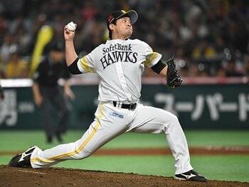 球速を取り戻して一軍に復帰。ホークス最年長・五十嵐の探究心。<Number Web> photograph by Hideki Sugiyama