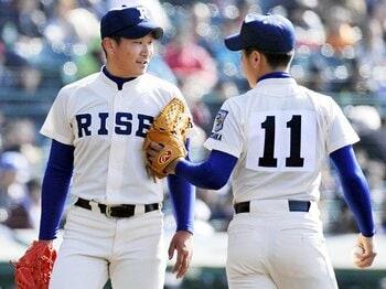 継投型と完投型のどっちが有利?履正社がとった奇抜な甲子園戦法。<Number Web> photograph by Kyodo News