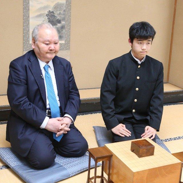 """14歳で四段の藤井聡太二冠は別格「プロ棋士になれる人となれない人の決定的な差とは?」""""教授""""に聞く"""