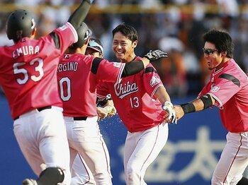 甲子園でスター扱いドラ1の3年目。ロッテ平沢大河は毎日が必死!<Number Web> photograph by Kyodo News