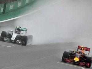 ロズベルグとハミルトンの優勝条件。逆転の鍵はあの最年少ドライバー?