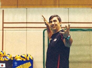惨敗の日本男子バレー変革に挑む。名コーチ・ブランの覚悟と指導法。<Number Web> photograph by Ayumi Yamamoto