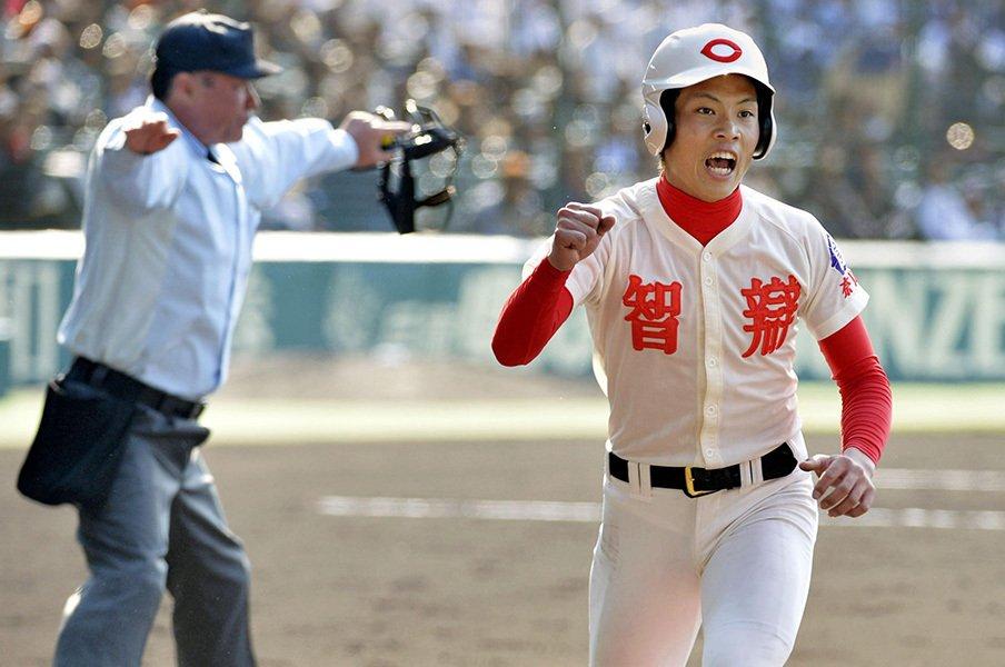 センバツを関西勢が席巻する予感。智弁の西岡、滋賀の田中は隠れ逸材。<Number Web> photograph by Kyodo News