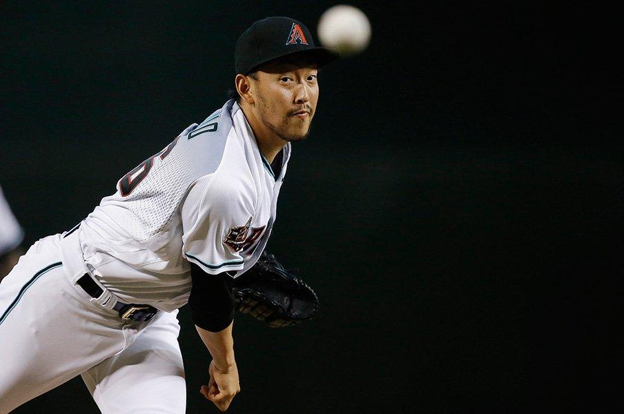 平野佳寿は大学時代から匠だった。メジャー強打者も封じる低めの技。<Number Web> photograph by AFLO