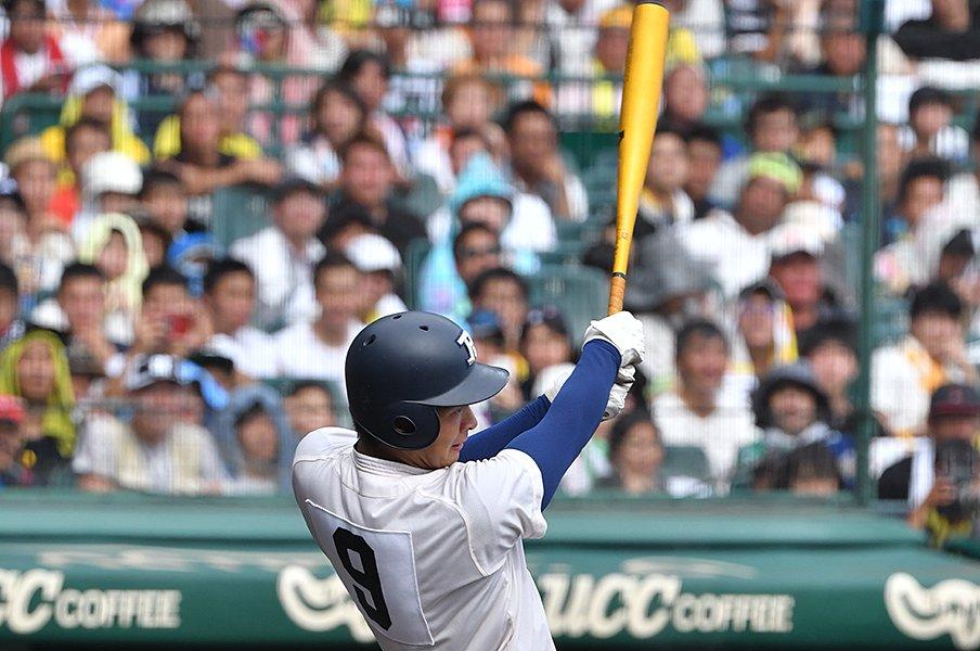 甲子園の48本塁打、メーカーはどこ?バットは2強、スパイクはアシックス。<Number Web> photograph by Hideki Sugiyama
