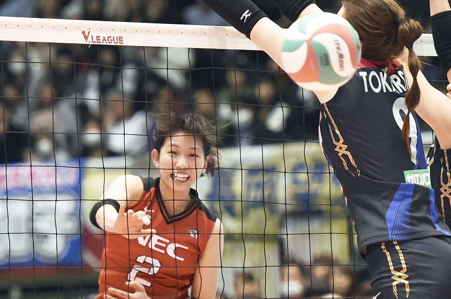 古賀紗理那、五輪落選からの復活。きっかけは木村沙織と仲間の言葉。<Number Web> photograph by Kyodo News