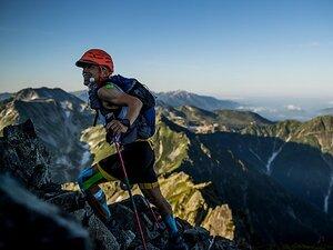 日本一過酷な山岳レースTJARで、絶対王者の消防士が挑む「無補給」。