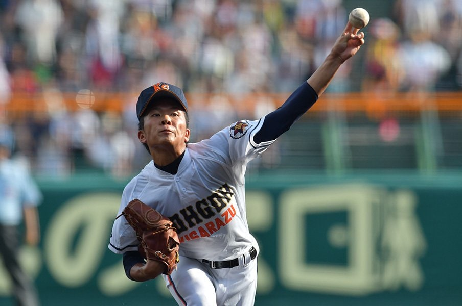 甲子園快投の左腕2人を見て考える。「思ったよりキレがある」球の正体。<Number Web> photograph by Hideki Sugiyama