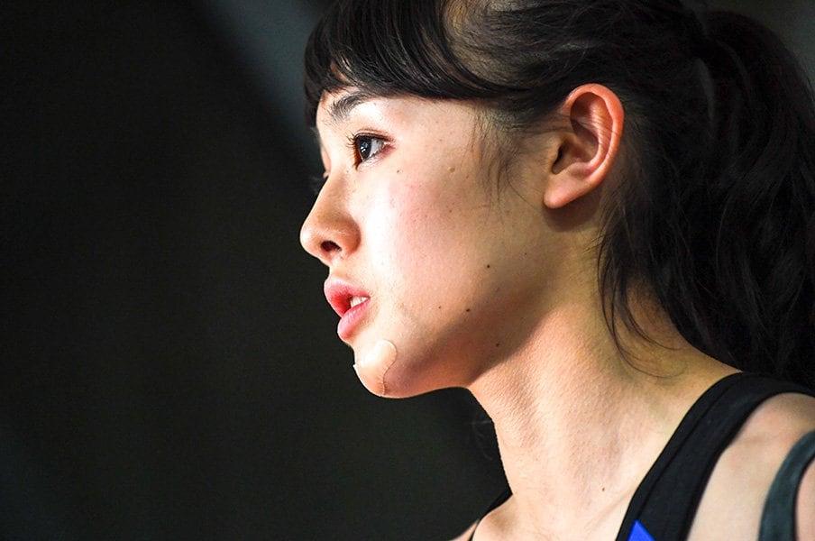 """伊藤ふたば 16歳、土肥圭太 17歳。ふたりのユースが見据える""""世界地図""""。<Number Web> photograph by AFLO"""