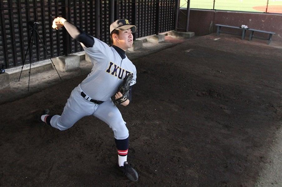 高校生離れしたフォークと直球。ドラフト期待、佐藤世那の球を受けた。<Number Web> photograph by Masahiko Abe