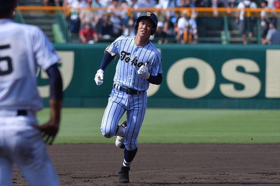 """2番はバントより強攻が最近の流行?高校野球の潮流は""""ビッグイニング""""。<Number Web> photograph by Hideki Sugiyama"""