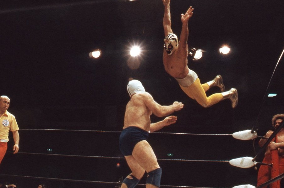 全国の少年が憧れたマスクマン、ミル・マスカラスの華麗なる業績。<Number Web> photograph by Moritsuna Kimura/AFLO