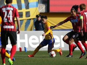 日本人で「一番ボールを奪える」男。仙台・富田晋伍が忘れられない涙。