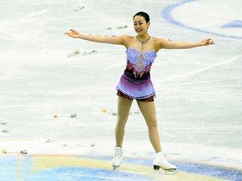 浅田真央は決して言い訳をしない。最後の全日本も、笑顔で魅了する。<Number Web> photograph by Asami Enomoto