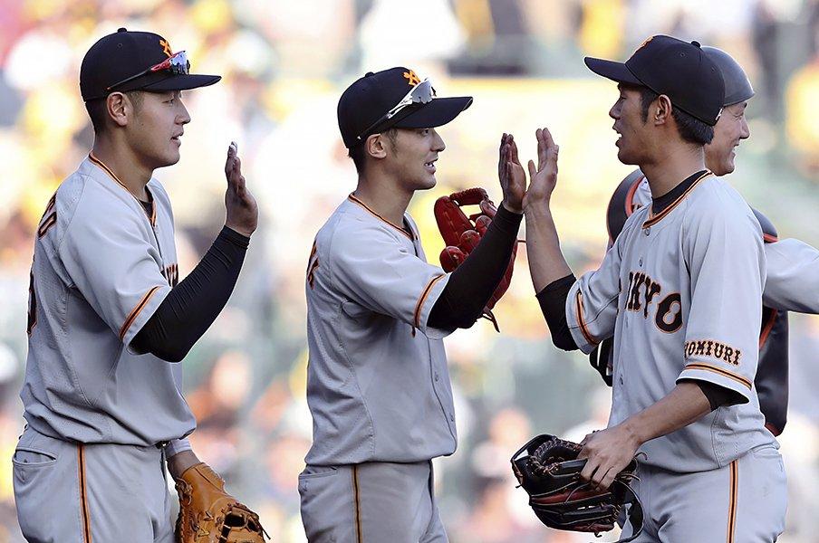 菊池涼介以上の守備範囲だからこそ。巨人・吉川尚輝が鍛える「球ぎわ」。<Number Web> photograph by Kyodo News