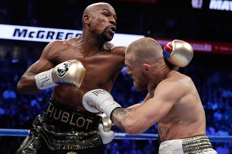 """メイウェザー対マクレガーを考える。あの試合は""""ボクシング""""だったのか。<Number Web> photograph by AFLO"""
